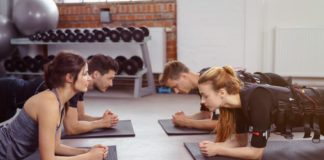 EMS Training auf Yoga Matten