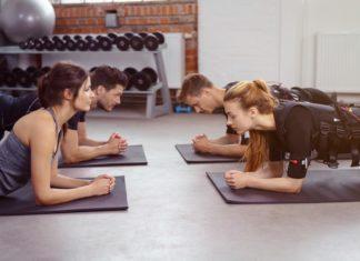 EMS Training auf Yoga Matten